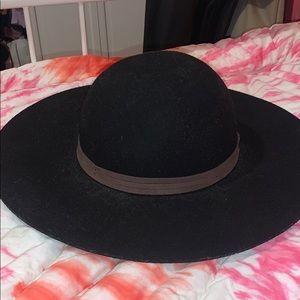 57.5 cm hat